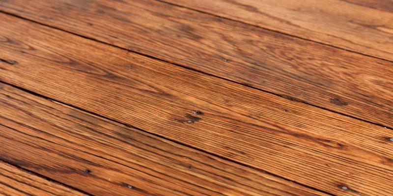 Jaką farbą malować np. elewację drewnianą